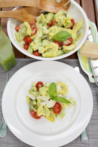 salada de tortelinni com vinagreta de manjericão destaque site